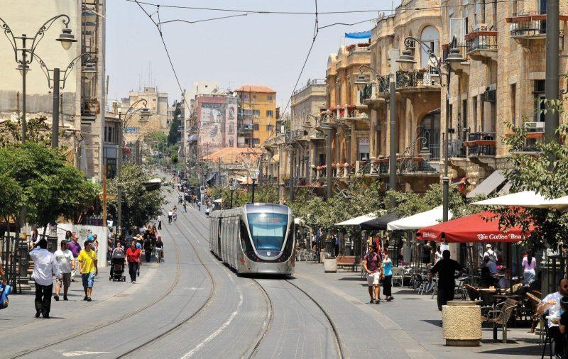 אירוע חריג בירושלים: מאבטח ירה באוויר סמוך לתחנת הרכבת הקלה בפסגת זאב