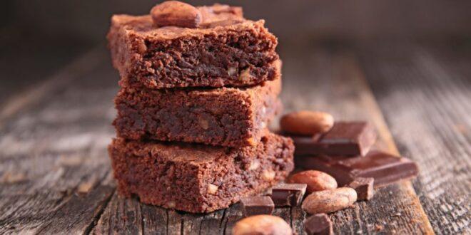 עונת השוקולד: מתכון קינוח חגיגי – ריבועי בראוניז פרלינה