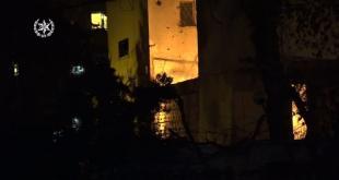 רקטה פגעה בבניין באשקלון: כוחות משטרה ולוח...
