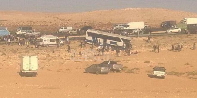 צפו: למעלה מ-30 פצועים בתאונה בין אוטובוס ל-3 משאיות בירדן