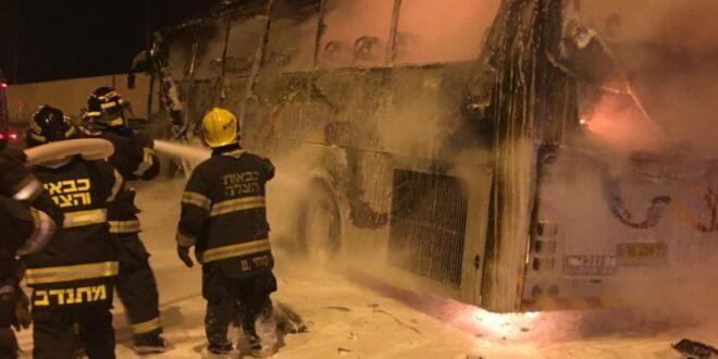 3 צוותי כיבוי פעלו בשריפת אוטובוס סמוך למחסום א-זעים