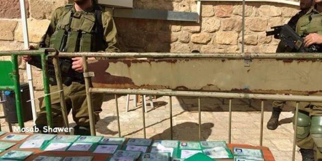 """המתפללים המוסלמים: """"כוחות הכיבוש לקחו לנו את תעודות הזהות"""""""