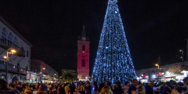 """לכבוד חג המולד: עיריית ת""""א תדליק עץ אשוח בכיכר השעון ביפו"""