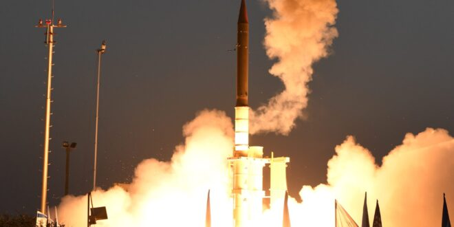 צפו בתיעוד: שיגור טיל מיירט 'חץ 3' משדה ניסויים במרכז הארץ