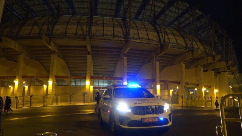 """שניים נעצרו בחשד להצתת כיסא והדלקת אבוקה במשחק בין בית""""ר ירושלים ומ.ס אשדוד"""