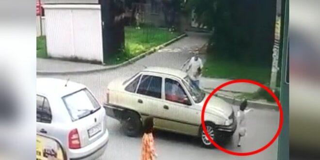 תיעוד: נהג רכב דרס ילדה ומיהר לעזוב, האישה מנעה זאת בגופה