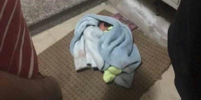 תינוק בן יומו נמצא בגפו בכניסה לבניין מגורים בחברון