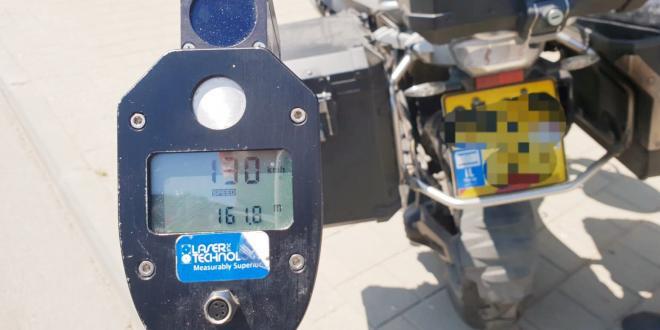 """רוכב אופנוע נתפס 'טס' ברחובות תל אביב במהירות 130 קמ""""ש"""