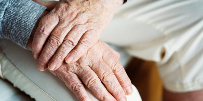 צדק מאוחר: זוג בני למעלה מ- 90 הוכרו כניצולי שואה ויקבלו קצבאות חודשיות