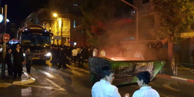 צפו: מאות חרדים קיצוניים מפגינים בירושלים, מספר מפרי סדר נעצרו