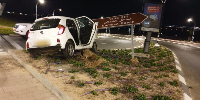 חשד: נהג ללא רשיון נהיגה, ניסה לדרוס שוטר והתנגש בעמוד