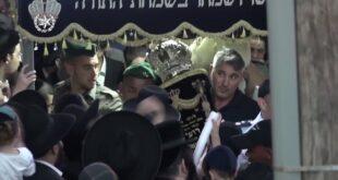 לפני כ-10 ימים נגנבו ספרי תורה מבית הכנסת ...