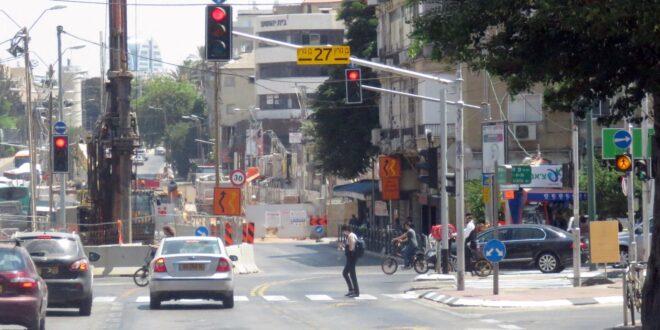 בולען נפער בכביש ברחוב ז'בוטינסקי פינת בן גוריון בבני ברק