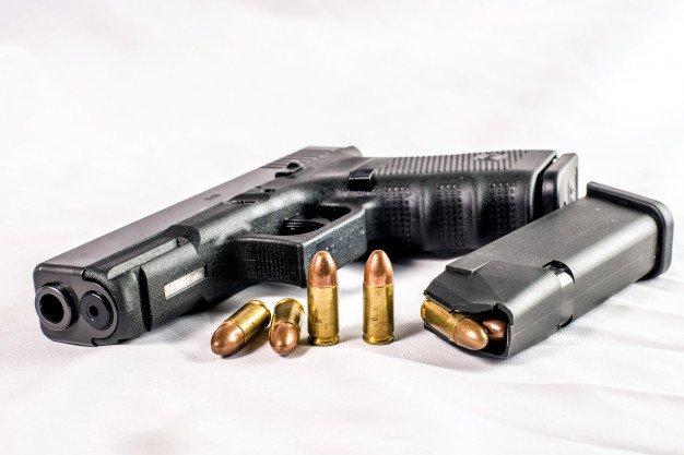 משחק בנשק הסתיים בפציעתו של נער בן 15, שני חשודים נעצרו