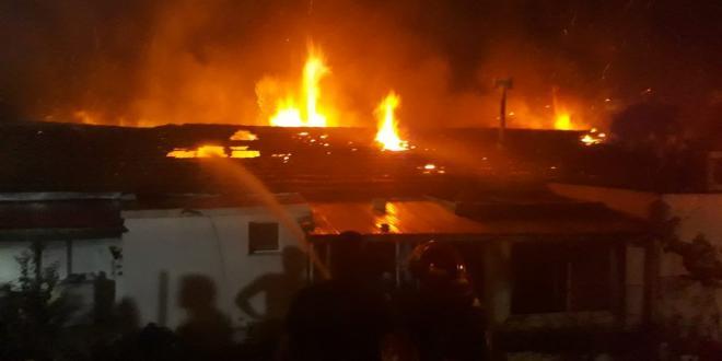 בן 30 ותינוק בן חודשיים נפגעו בינוני בשריפה בבית בג'סר א זרקא