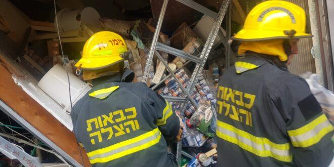 תקרה קרסה בחנות חיות בחיפה, צוותי כיבוי סורקים אחר לכודים