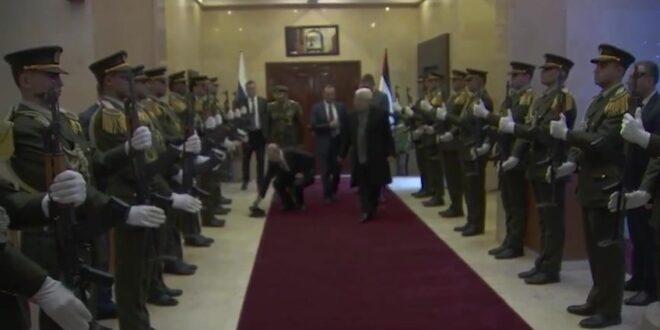 כשהנשיא פוטין התכופף להרים לחייל את הכובע – צפו בתיעוד