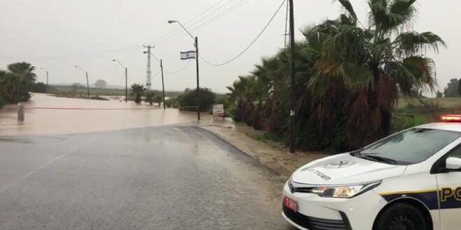 כביש 918 בצפון וכביש 204 בדרום נחסמו לתנועה בשל מזג האוויר