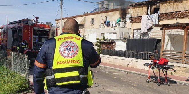 אישה בת 60 חולצה משריפה שפרצה בדירה באשקלון, מצבה קשה
