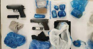 שני אקדחים, מחסניות ותחמושת רבה נתפסו מוסלקים בסמוך לבית מגורים בביר א...