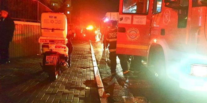 גבר ואישה בני 70 נפצעו קשה ובינוני בשריפה בניין מגורים בלוד