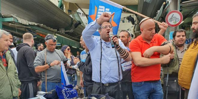 """ראשי עוצמה יהודית הקימו דוכן תפילין בתל אביב, """"זו מדינת היהודים"""""""