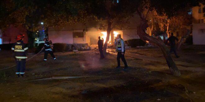 שריפה פרצה בניין ברחוב המעפילים באשדוד, בן 57 נפצע בינוני-קשה