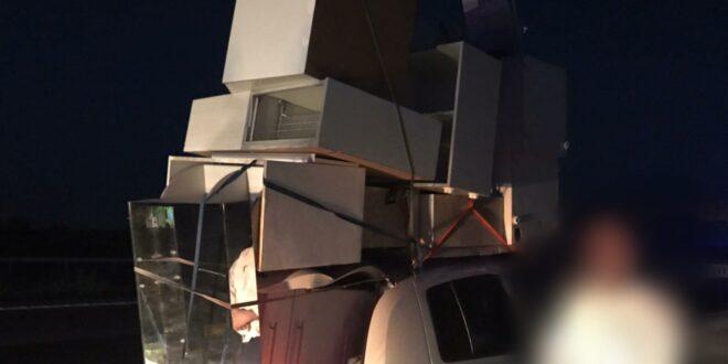 תושב בני ברק נתפס מוביל מטבח על גג רכבו באופן רשלני
