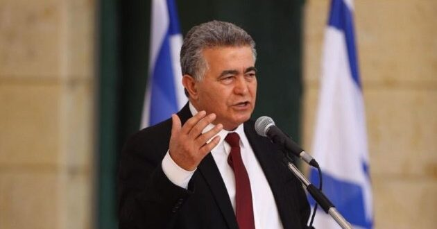 השרים עמיר פרץ ואיציק שמולי יצביעו בעד החוק לפיזור הכנסת