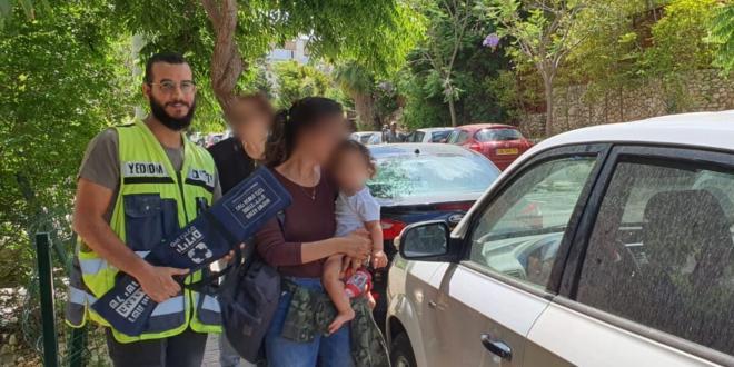 הרצליה: הרכב ננעל לעיני האם, התינוקת חולצה בבטחה