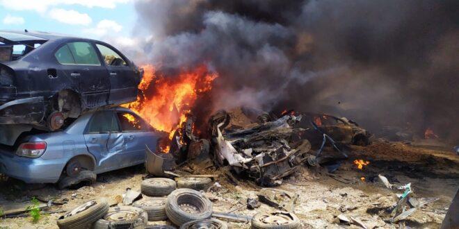שריפה פרצה במגרש גרוטאות סמוך לרהט, כ-100 כלי רכב נשרפו