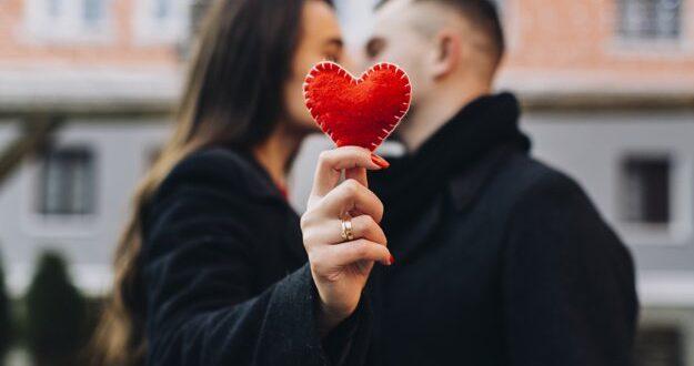 הכרויות ברשת - ריגושים והתאהבויות