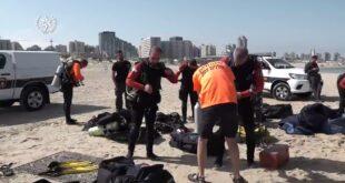 כוחות גדולים של משטרת ישראל ממשיכים בחיפושים אחר הנער שנסחף לעומק הים ...