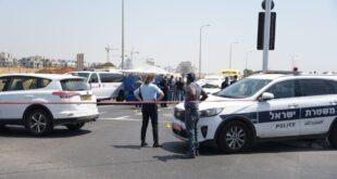 סמוך לשעה 13:00 התקבל דיווח על ירי לעבר רכב, בצומת לוד מרכז. שוטרים שה...