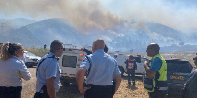 לוחמי האש פועלים לכיבוי שריפה גדולה באזור תל קשיש בצפון