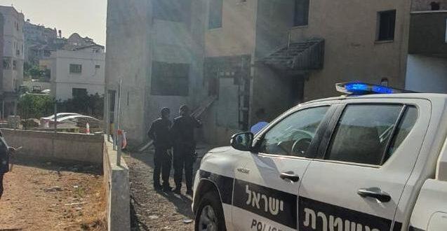 סכנין: שוטר נפצע בראשו ונגרם נזק לניידות משטרה, 5 חשודים נעצרו