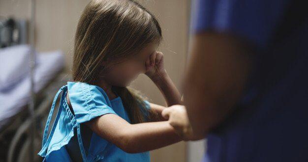 בשל מזג האוויר: דלת נטרקה על אצבע של ילדה בת 4 וקטעה חלק ממנה