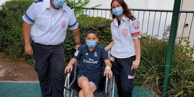 """נער לקה בדום לב במהלך משחק כדורגל – חייו ניצלו בזכות צוות מד""""א"""