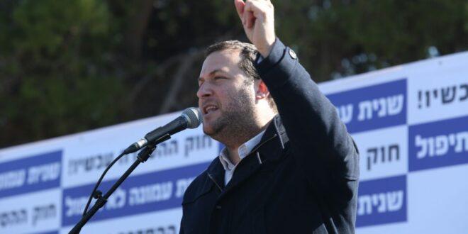 לאחר 7 ימי שביתת רעב: ראש מועצת שומרון התמוטט באוהל המחאה