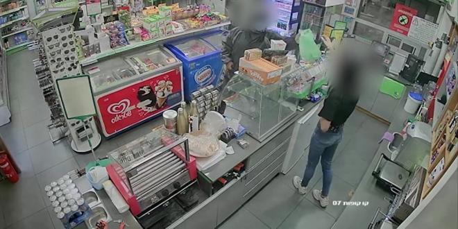 """אישום: תושב רמת השרון שדד 2 חנויות בתחנות דלק בפ""""ת"""