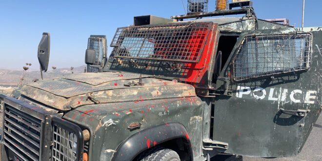 """האלימות ביצהר נמשכת: הושלכו אבנים ובקבוקי צבע על רכב מג""""ב"""