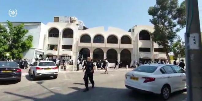 חיפה: כוחות משטרה פזרו התקהלות ליד בית הכנסת בשכונת ויזניץ'