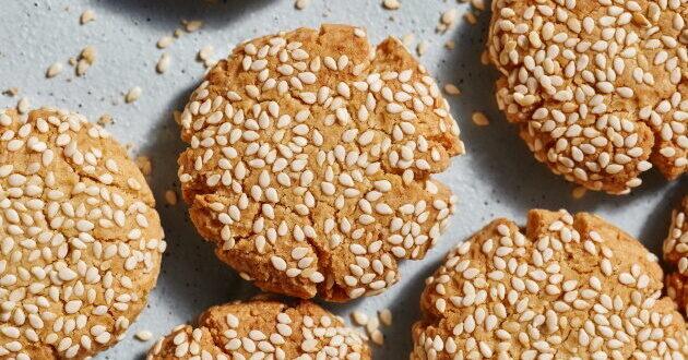 לשבירת הצום, מתכון מתוק: עוגיות טחינה עם שקדים מועשרות בחלבון!