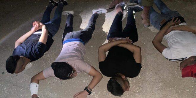 """כוח צה""""ל עצר 4 חשודים כשברשותם בקבוקי תבערה סמוך לאלון מורה"""