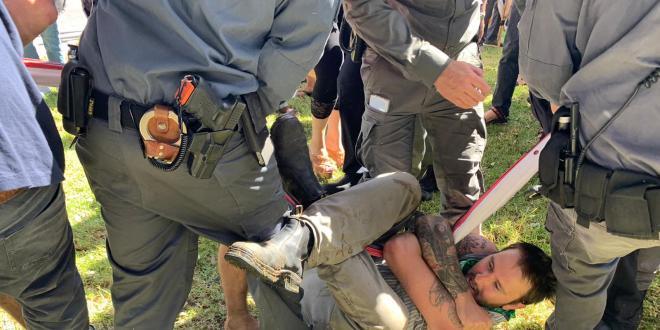 הפגנות סמוך לכנסת, מפגין עוכב בחשד לתקיפת שוטרת
