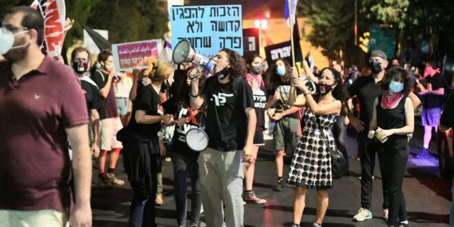 המחאות נמשכות: אלפי מפגינים בתל אביב ובירושלים