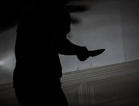 אישה בשנות ה-50 לחייה נרצחה בדקירות בביתה שבבית שמש, בנה נעצר