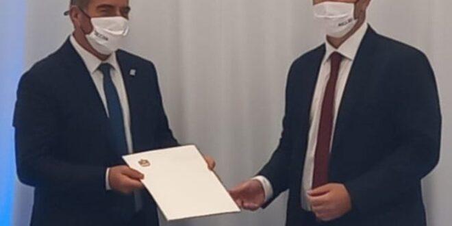 """נציג משרד החוץ האמירתי לשר אשכנזי: רוצים לפתוח שגרירות בת""""א"""