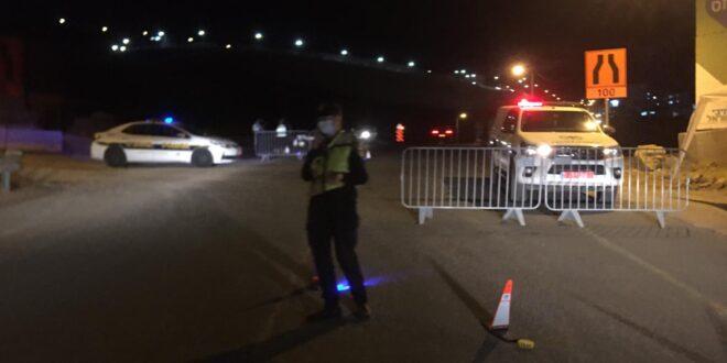חשד: שני תושבי הצפון נמלטו מניידת משטרה ופגעו בה ברכבם