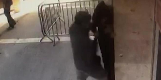 צפו: חשוד תקף וגנב מאדם שמשך כסף בכספומט בדימונה